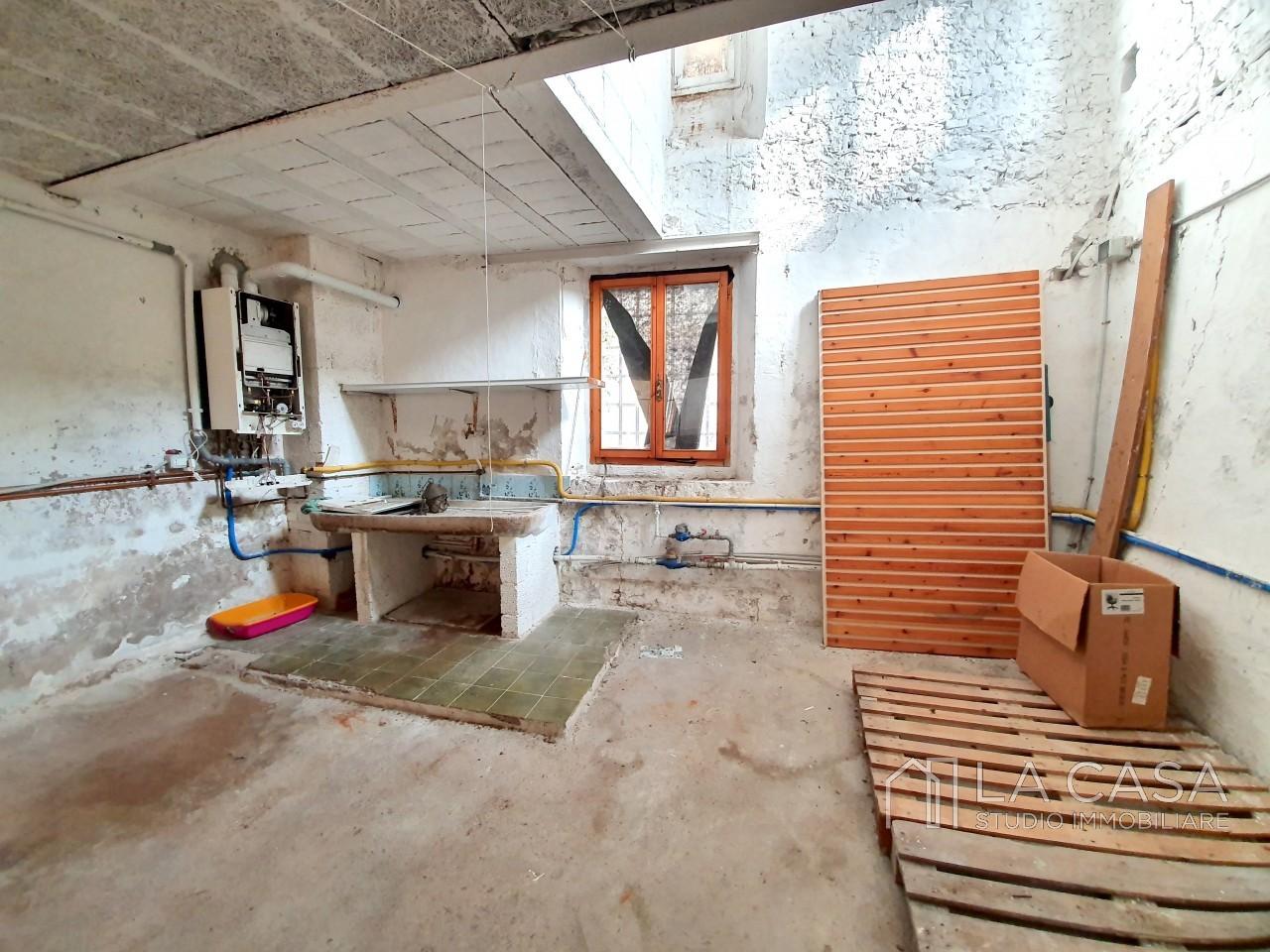 Negozio in vendita nel centro storico di Valvasone - Rif.N1 https://media.gestionaleimmobiliare.it/foto/annunci/191007/2078264/1280x1280/011__20191003_100357_wmk_0.jpg
