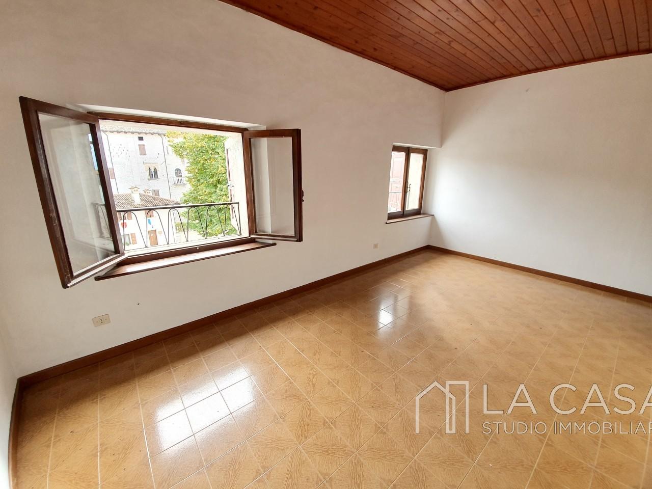 Appartamento bicamere in vendita nel centro storico di Valvasone - Rif.A20 https://media.gestionaleimmobiliare.it/foto/annunci/191008/2079368/1280x1280/008__20191003_103152.jpg