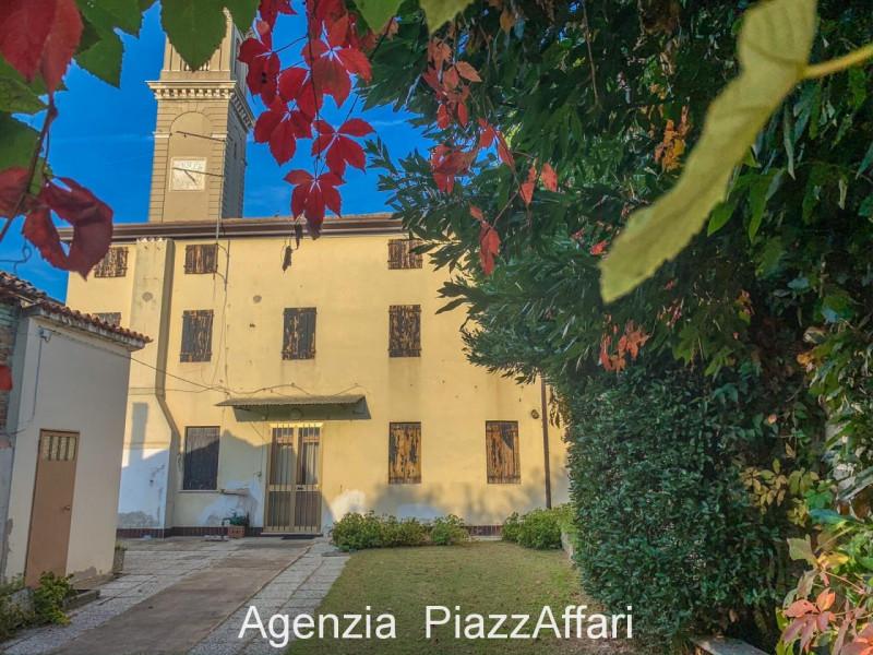 Stabile / Palazzo da ristrutturare in vendita Rif. 11365195