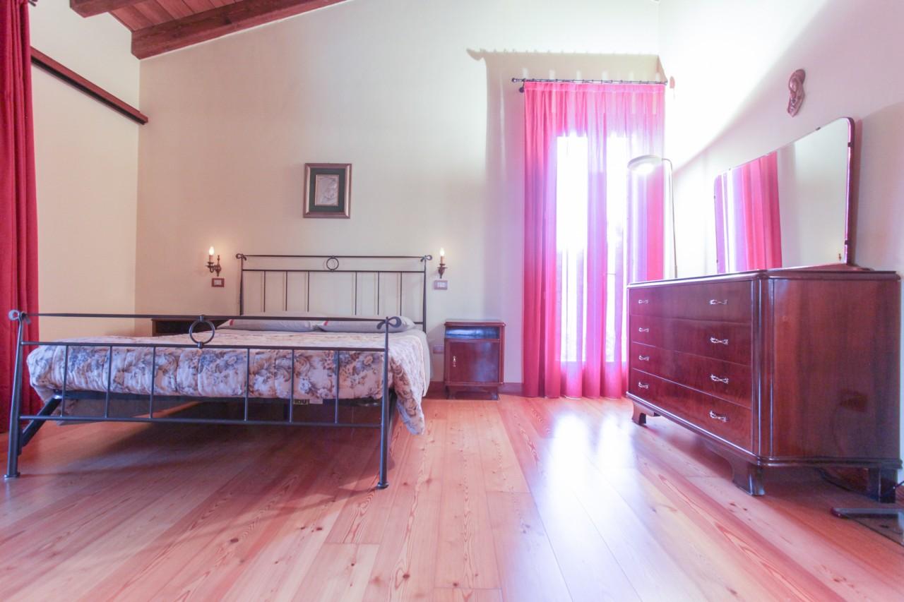 P142 Villa Singola con 3.000 mq di giardino https://media.gestionaleimmobiliare.it/foto/annunci/191028/2088641/1280x1280/013__img_0490.jpg