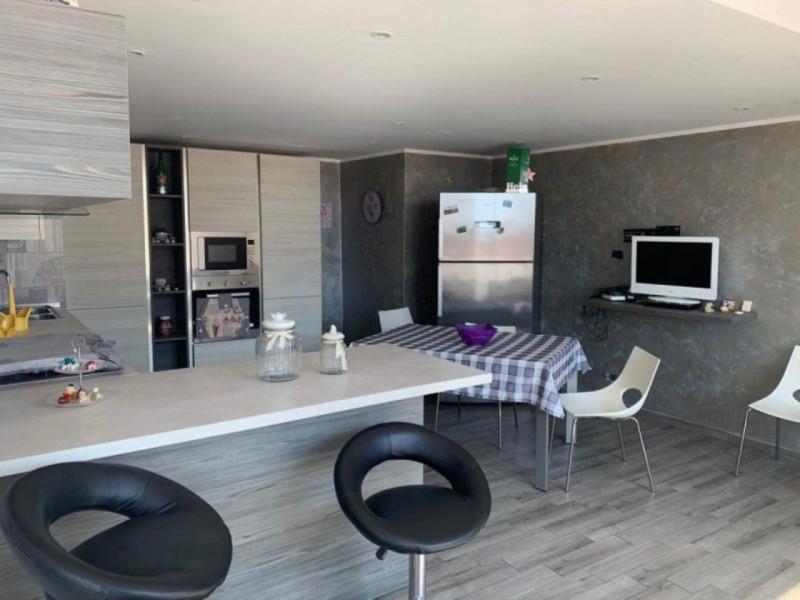 Appartamento in buone condizioni in vendita Rif. 11418695