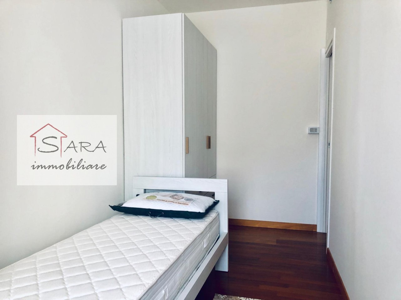 Stanza singola piano centro - https://media.gestionaleimmobiliare.it/foto/annunci/191104/2093448/1280x1280/000__camera2_1.jpg
