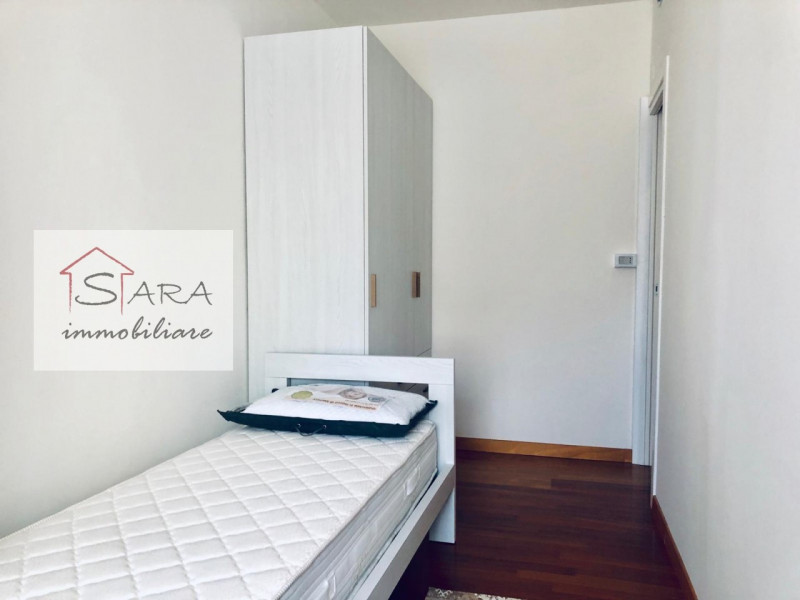 Stanza singola piano centro - https://media.gestionaleimmobiliare.it/foto/annunci/191104/2093448/800x800/000__camera2_1.jpg