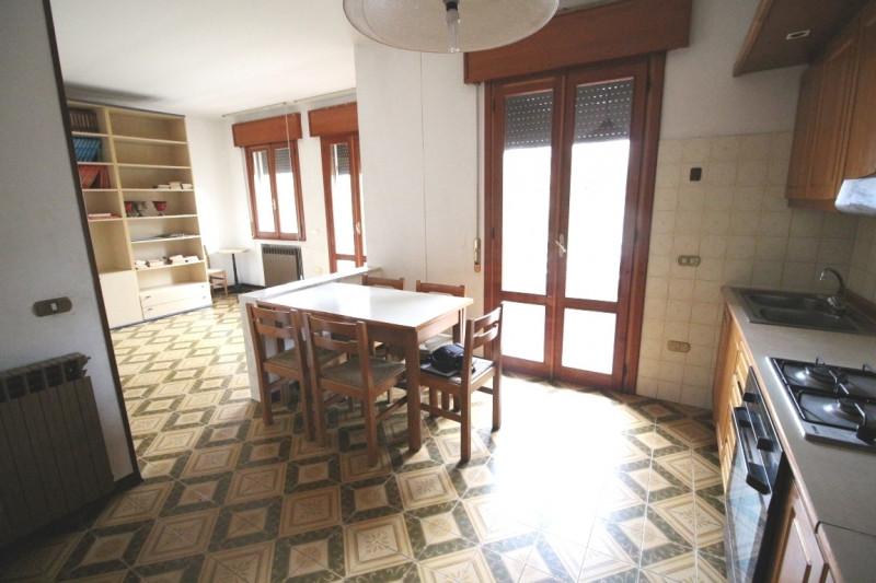 Appartamento in discrete condizioni in vendita Rif. 11594702