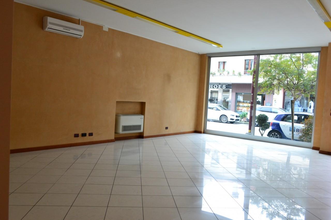 Negozio in vendita a Montegrotto Terme https://media.gestionaleimmobiliare.it/foto/annunci/191129/2117868/1280x1280/dsc_0003.jpg