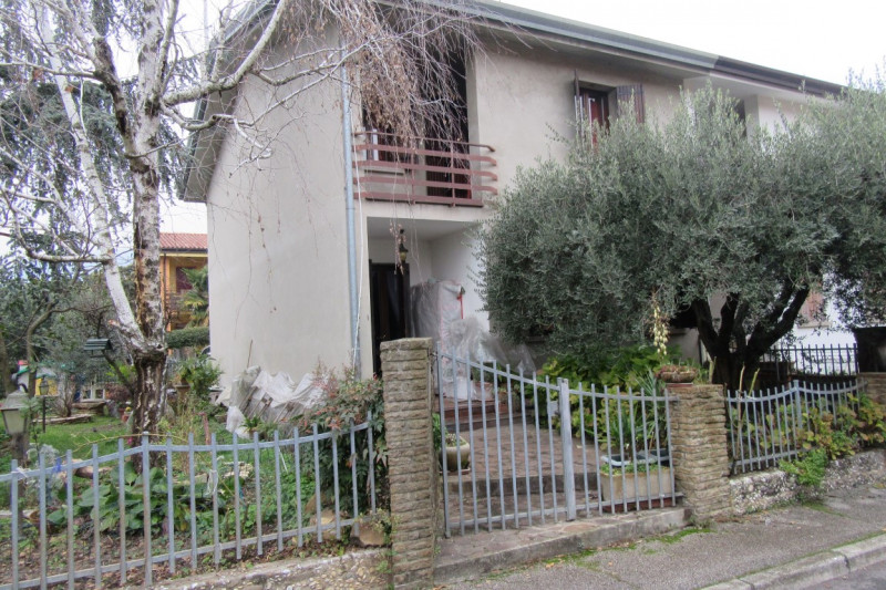 Appartamento in buone condizioni in vendita Rif. 11866055