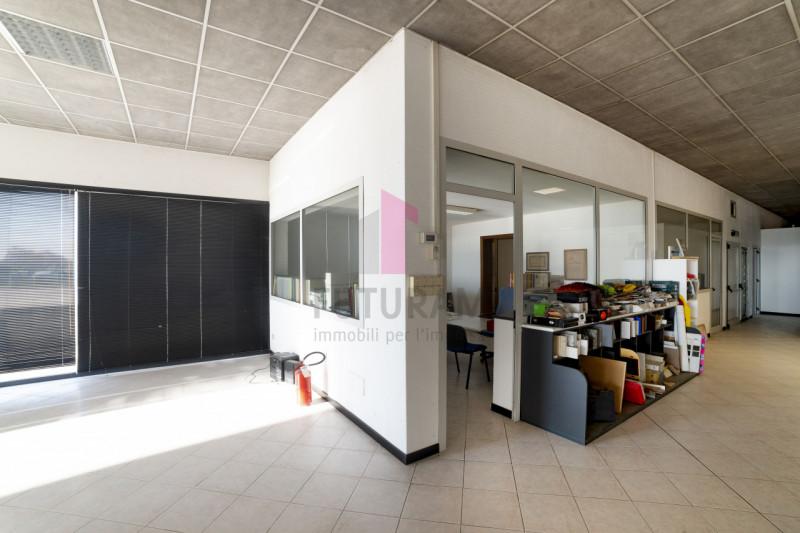 Negozio in vendita a Carmignano di Brenta - https://media.gestionaleimmobiliare.it/foto/annunci/200114/2128607/800x800/012__9c2_risultato.jpg