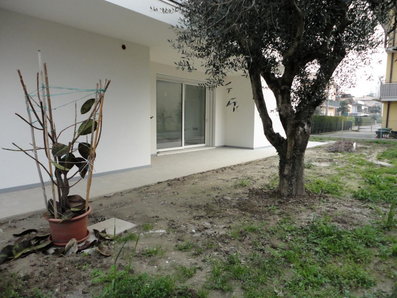 Rif C502 - Nuovo duplex tricamere con giardino a Selvazzano https://media.gestionaleimmobiliare.it/foto/annunci/200121/2132331/1280x1280/3_piano_terra__large.jpg