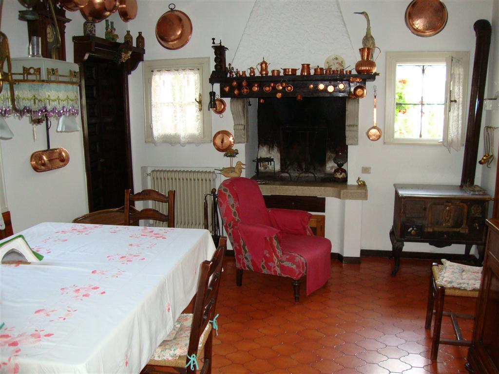 D26 Spaziosa villa singola in vendita ad Abano Terme https://media.gestionaleimmobiliare.it/foto/annunci/200129/2135239/1280x1280/007__cucina__medium.jpg