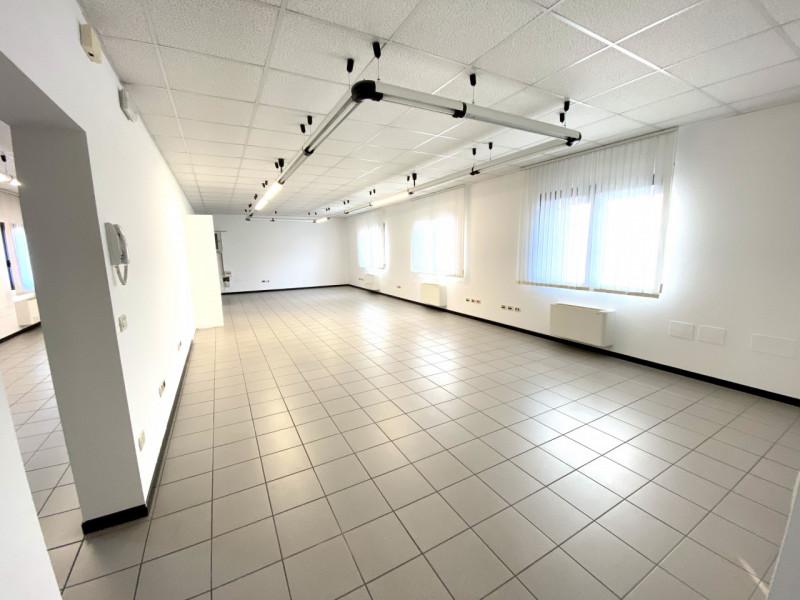 Ufficio / Studio in affitto a Pordenone, 5 locali, prezzo € 1.000   CambioCasa.it
