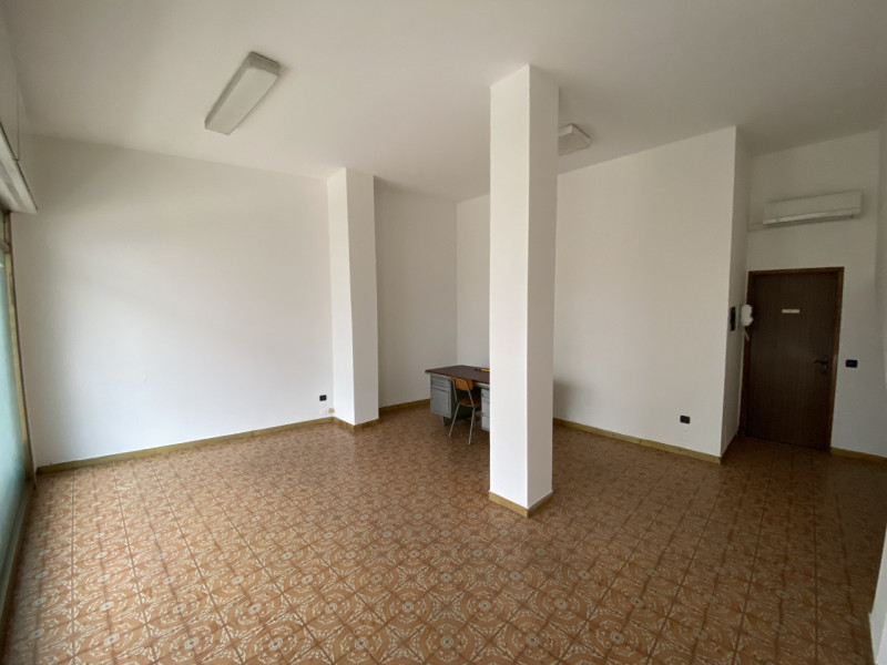 Negozio / Locale in affitto a Stra, 1 locali, zona Località: Stra - Centro, prezzo € 250 | CambioCasa.it