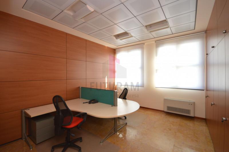 Ufficio in affitto a Vicenza - https://media.gestionaleimmobiliare.it/foto/annunci/200131/2138992/800x800/007__8_risultato.jpg