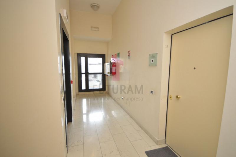 Ufficio in affitto a Vicenza - https://media.gestionaleimmobiliare.it/foto/annunci/200131/2138992/800x800/016__9h_risultato.jpg