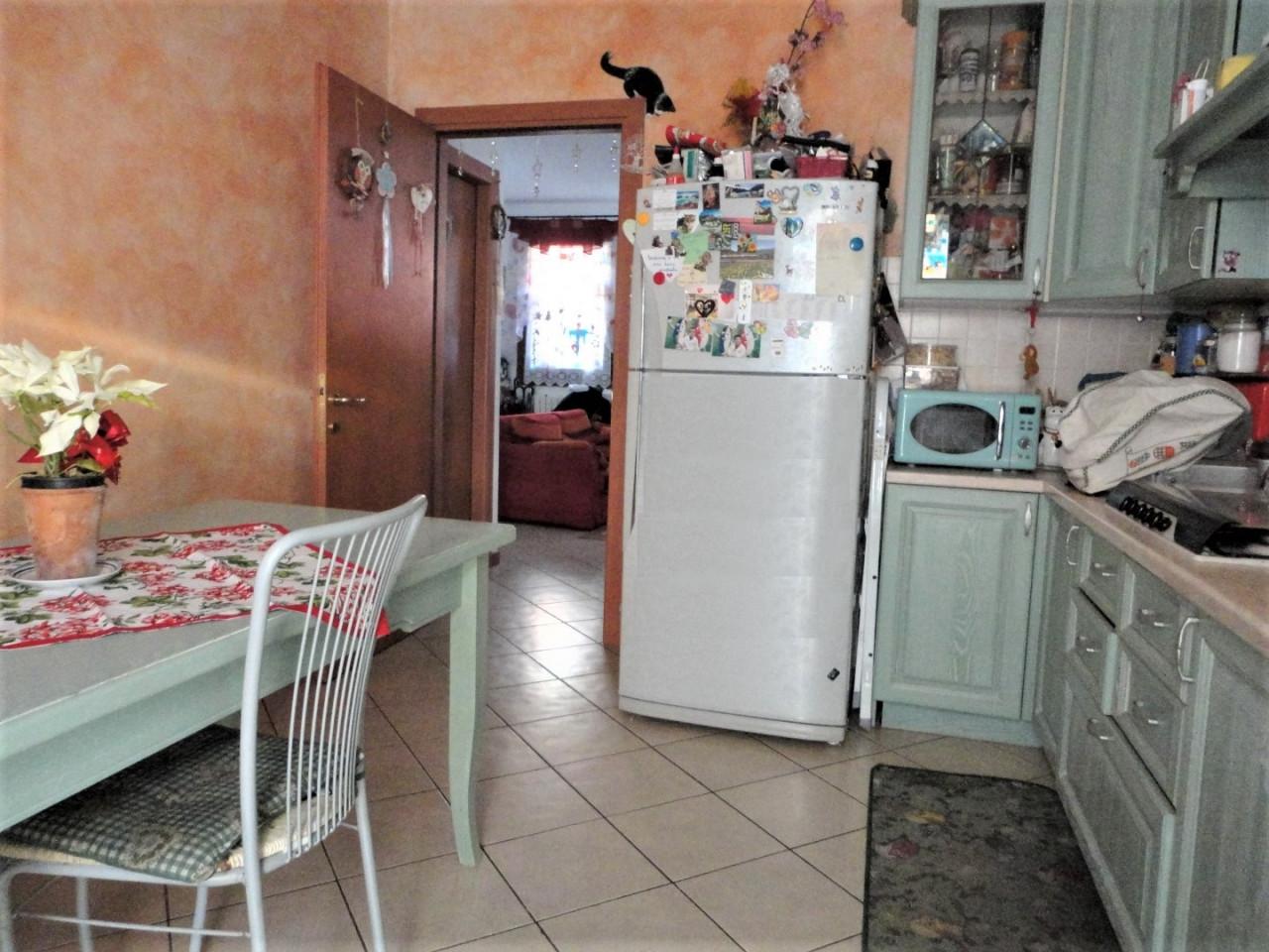 D292 Porzione di Bifamiliare con giardino in vendita a Fossona https://media.gestionaleimmobiliare.it/foto/annunci/200201/2139248/1280x1280/006__dsc04776__large.jpg