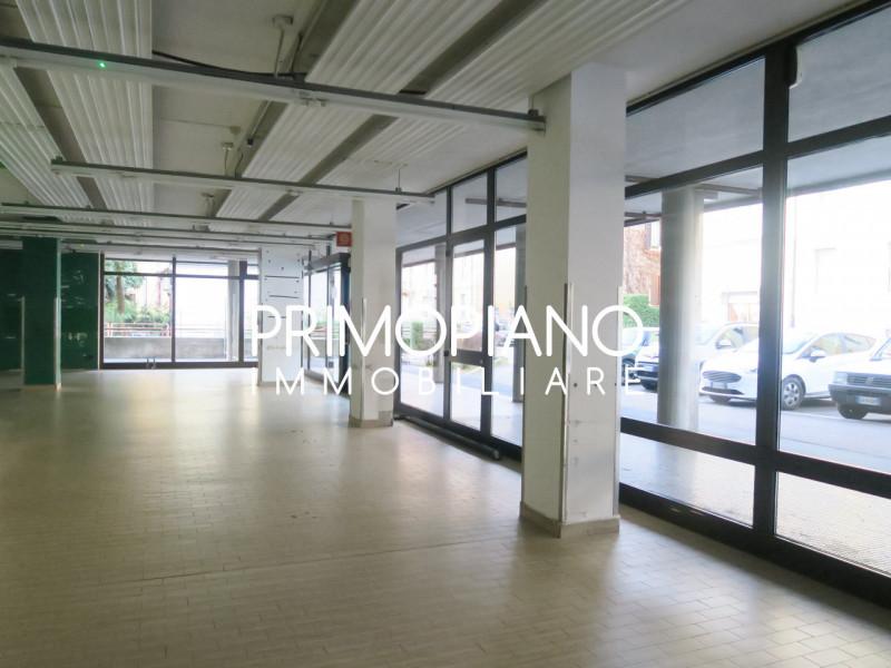 Immobile Commerciale in affitto a Rovereto, 9999 locali, zona Località: Rovereto - Centro, prezzo € 6.000 | CambioCasa.it