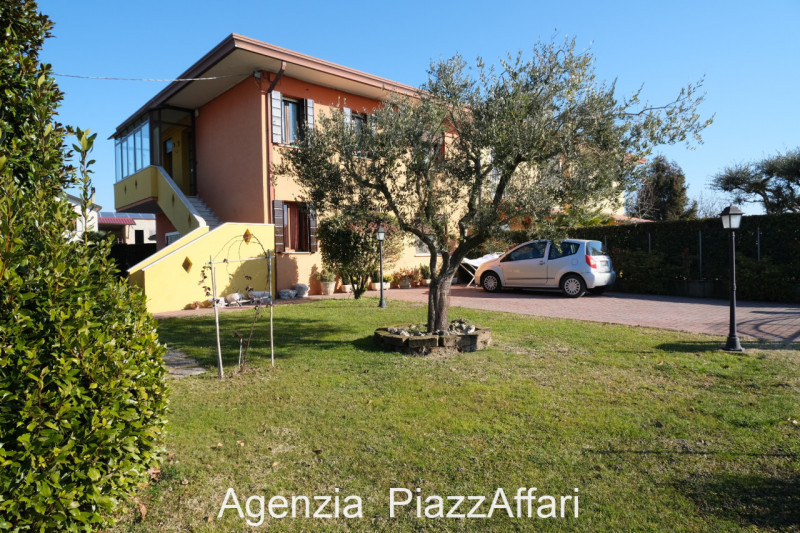 Appartamento in buone condizioni in vendita Rif. 12092921
