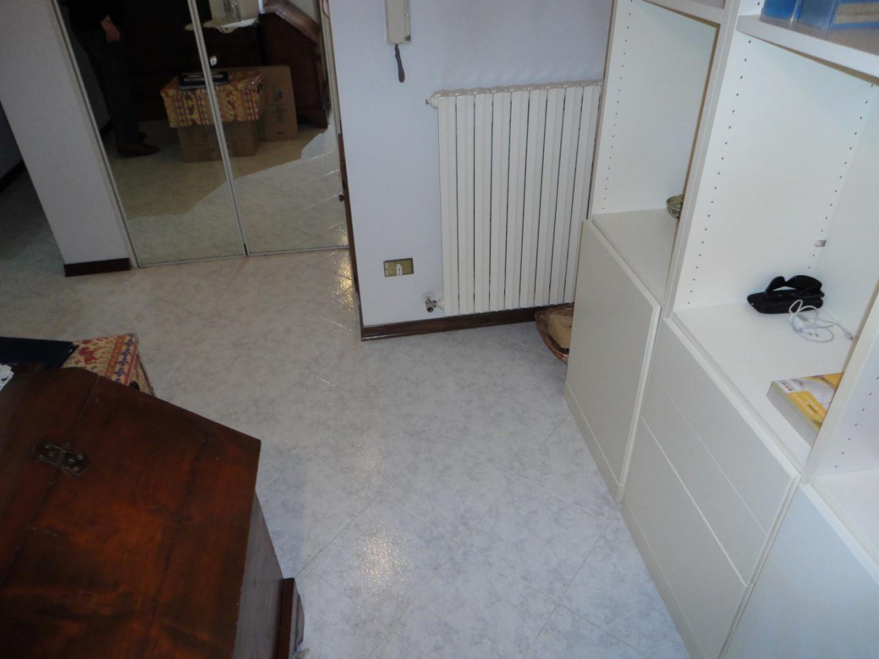 L497 Appartamento 3 camere duplex in affitto ad Abano Terme https://media.gestionaleimmobiliare.it/foto/annunci/200214/2161814/1280x1280/002__02_ingresso.jpg