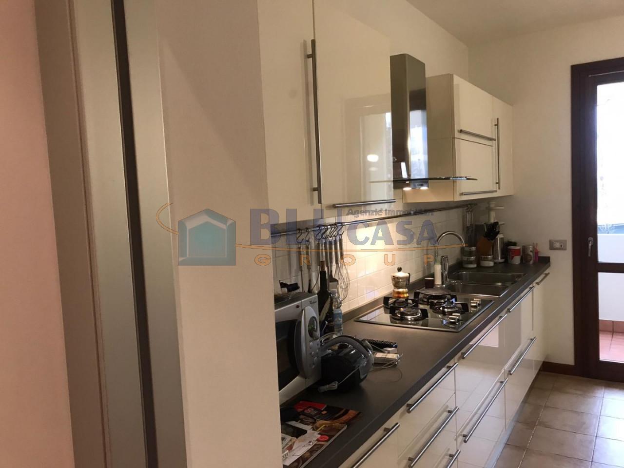 D296 Elegante duplex tricamere con ottime finiture in vendita a Montegrotto Terme https://media.gestionaleimmobiliare.it/foto/annunci/200215/2167876/1280x1280/013__12_cucina__large.jpg
