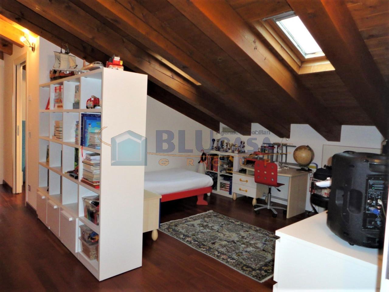 D296 Elegante duplex tricamere con ottime finiture in vendita a Montegrotto Terme https://media.gestionaleimmobiliare.it/foto/annunci/200215/2167876/1280x1280/029__31_camera__large.jpg