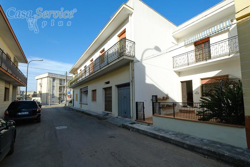 Appartamento in vendita a Aradeo, 5 locali, prezzo € 99.000 | CambioCasa.it