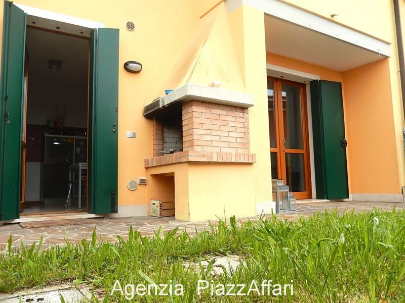 Villetta a schiera in buone condizioni in vendita Rif. 12218034