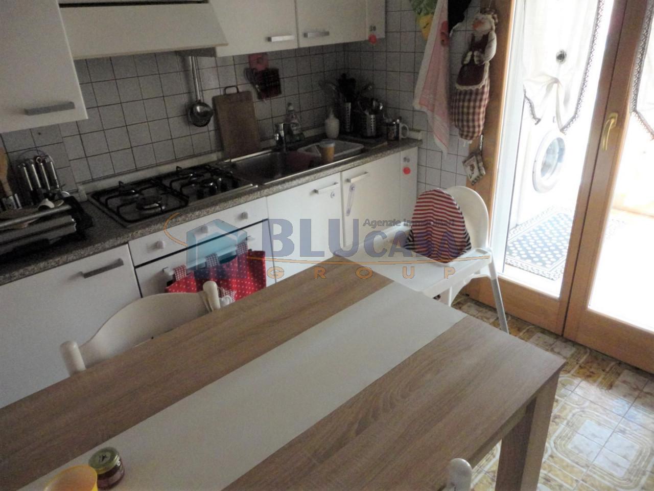 L499 Spazioso Appartamento tricamere in vendita ad Abano Terme https://media.gestionaleimmobiliare.it/foto/annunci/200225/2192224/1280x1280/005__06_cucina.jpg