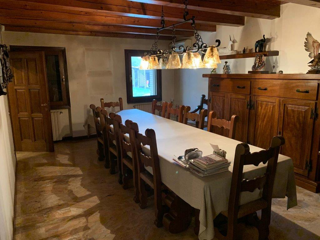 X706 Villa singola di 300mq con ampio parco https://media.gestionaleimmobiliare.it/foto/annunci/200227/2196091/1280x1280/011__8.jpg