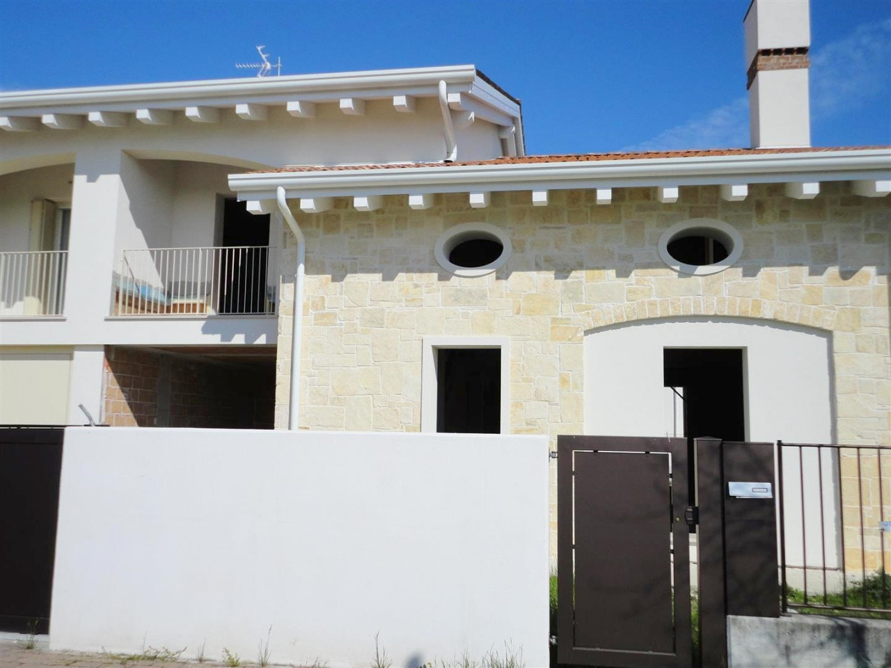 D300 Bifamiliare in vendita a Montegrotto Terme https://media.gestionaleimmobiliare.it/foto/annunci/200302/2197051/1280x1280/002__dsc07931__large.jpg