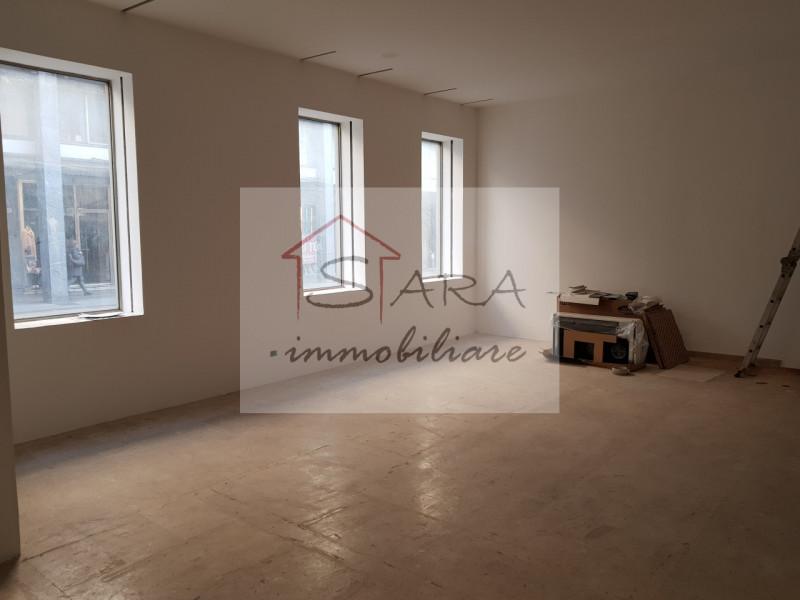 Negozio piano terra 90 mq - https://media.gestionaleimmobiliare.it/foto/annunci/200310/2203896/800x800/999__2.jpg