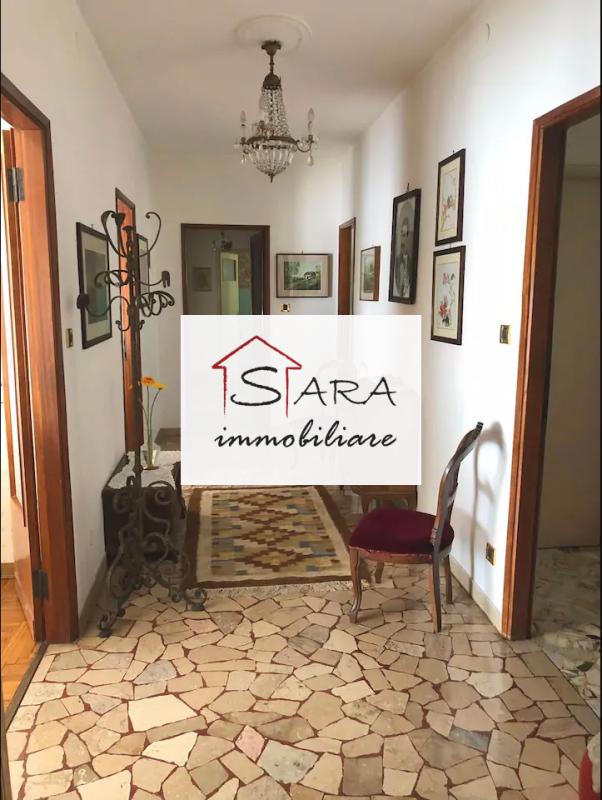 Tre camere arredato con veranda - https://media.gestionaleimmobiliare.it/foto/annunci/200310/2203926/800x800/000__1.png