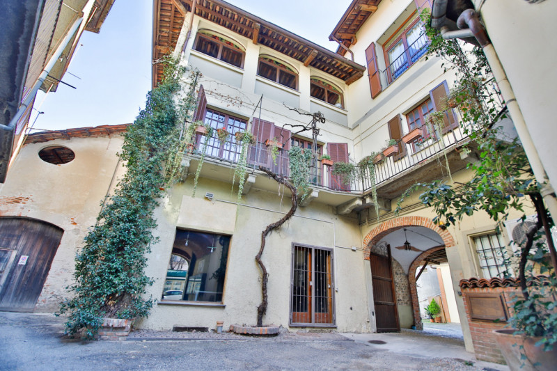 Negozio / Locale in vendita a Rivarolo Canavese, 2 locali, zona Località: Rivarolo Canavese - Centro, prezzo € 110.000 | PortaleAgenzieImmobiliari.it