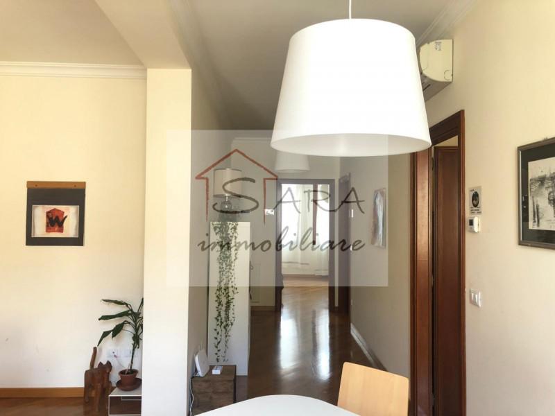 Centro Storico appartamento tricamere zona Piazze - https://media.gestionaleimmobiliare.it/foto/annunci/200317/2206512/800x800/005__corridoio.jpg