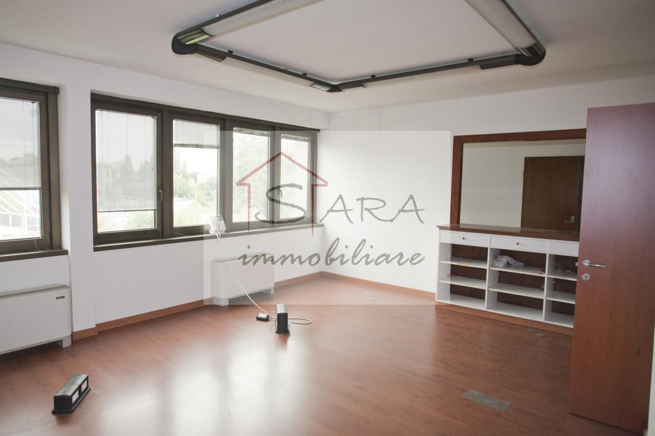 Ufficio 300 mq con garage - https://media.gestionaleimmobiliare.it/foto/annunci/200407/2214218/1280x1280/000__8.jpg