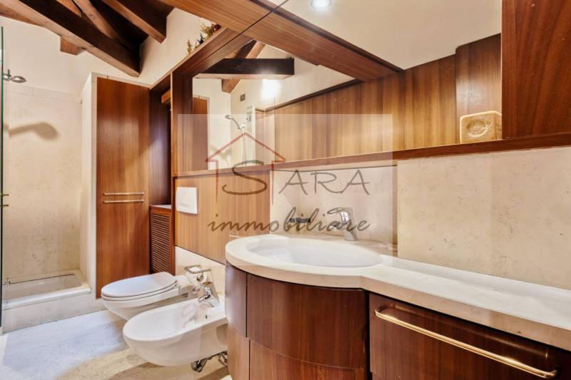 Bellissimo due camere arredato con altana - https://media.gestionaleimmobiliare.it/foto/annunci/200415/2216493/800x800/019__21.jpg