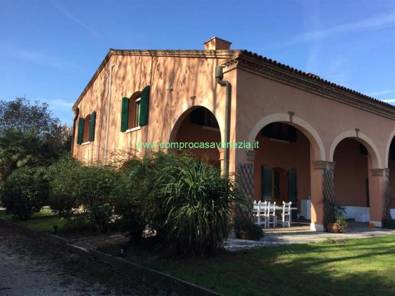 A Mogliano Veneto in Vendita Villa Bifamiliare