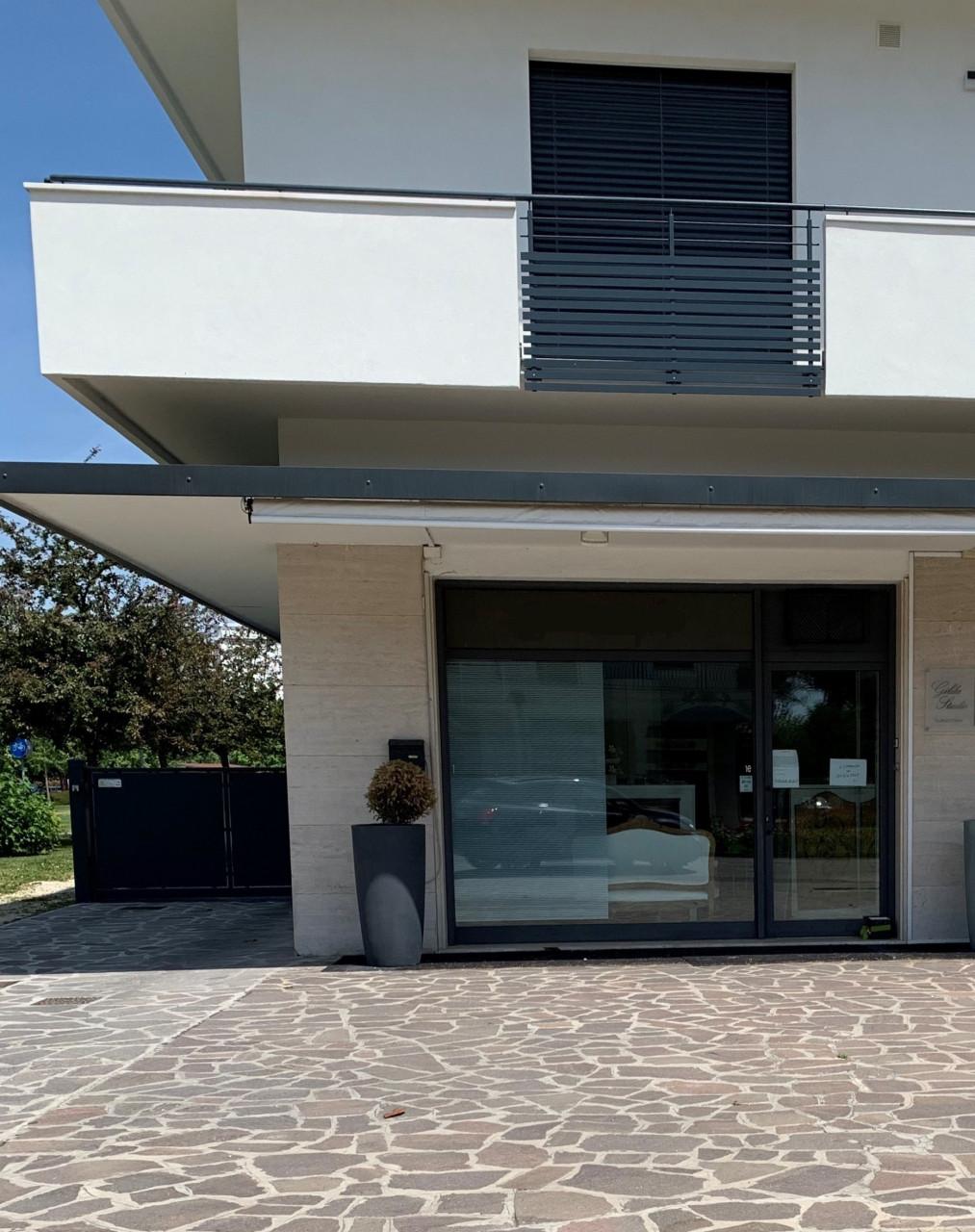 C512 - Negozio in affitto in zona pedonale fronte strada Abano Terme https://media.gestionaleimmobiliare.it/foto/annunci/200513/2239311/1280x1280/999__esterno_2_1.jpg