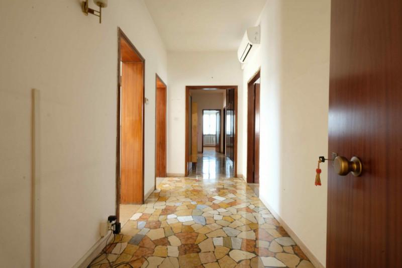 Appartamento in vendita a Vicenza, 4 locali, zona Località: San Bortolo - Ospedale - Piscine, prezzo € 135.000 | CambioCasa.it