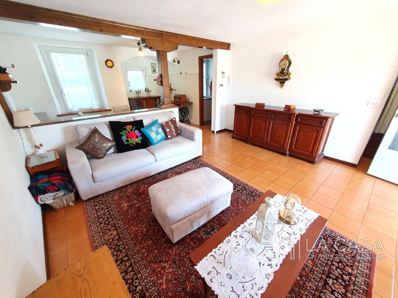 Casa singola in Vendita a Valvasone con Studio/Ufficio indipendente - Rif. C11 https://media.gestionaleimmobiliare.it/foto/annunci/200603/2251575/1280x1280/005__20200601_111128_wmk_0.jpg