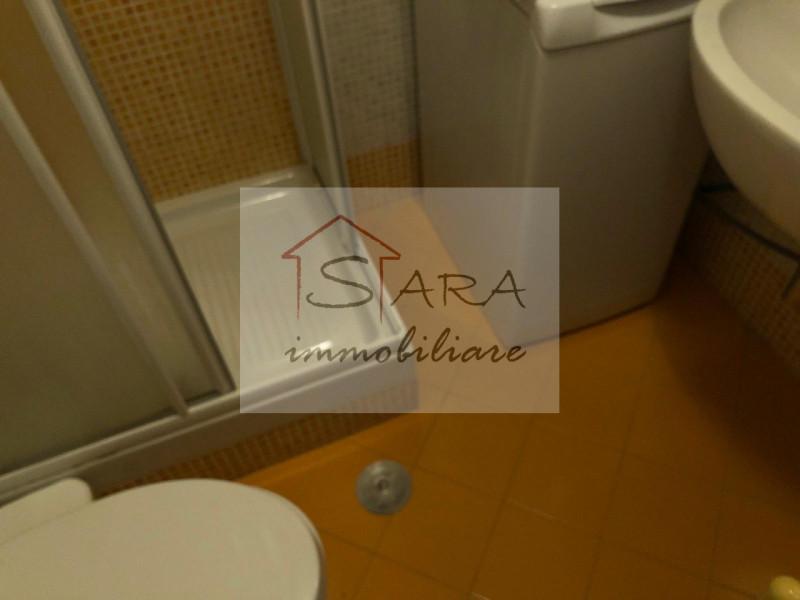 Bilocale arredato zona portello - https://media.gestionaleimmobiliare.it/foto/annunci/200604/2251795/800x800/003__bagno.jpg