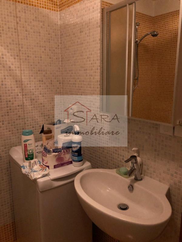 Bilocale arredato zona portello - https://media.gestionaleimmobiliare.it/foto/annunci/200604/2251795/800x800/005__bagno2.jpg