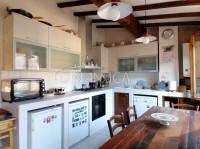 Helle Wohnung mit Terrasse im hübschen Dorf Chianni, Pisa
