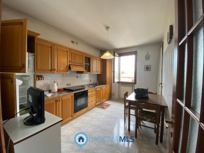 Appartamento in vendita a Cadoneghe, 3 locali, zona Zona: Mejaniga, prezzo € 119.000 | CambioCasa.it