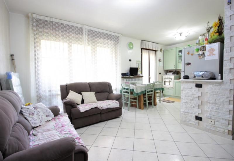 Appartamento in vendita a Noviglio, 3 locali, zona Zona: Santa Corinna - Conigo, prezzo € 165.000 | CambioCasa.it