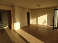 villa in vendita Sarno foto 029__salone_con_affaccio_su_terrazzo.jpg